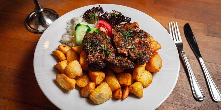 Polévka výběrem ze 3 variant a steak z krkovice na rozmarýnu pro 2 osoby
