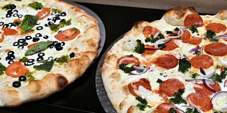 Jedna nebo dvě pizzy o průměru 32 či 42 cm podle výběru z 16 druhů