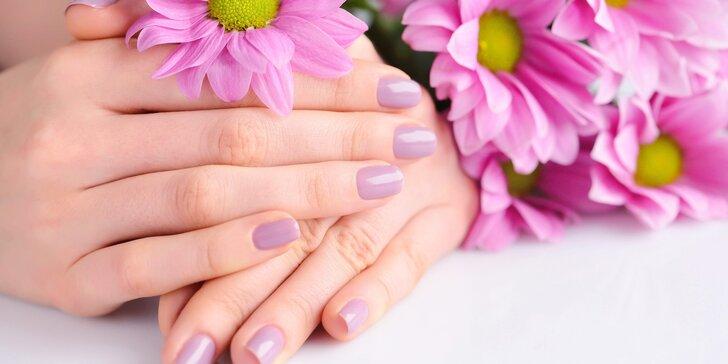 Pro krásné ruce: nové gelové nehty nebo doplnění modeláže
