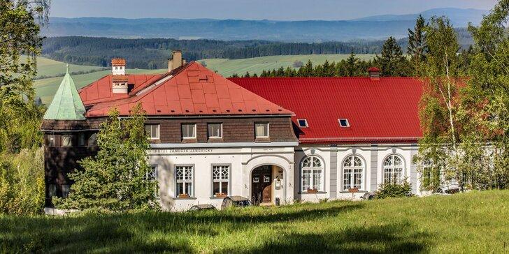 Pobyt na zámečku na Broumovsku: ubytování se snídaní pro dva milovníky přírody