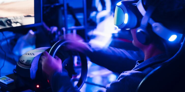 60 min. jízdy na promakaném simulátoru závodního auta i s možností virtuální reality