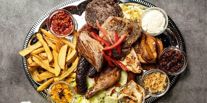 Mix grill: 1,2 kg masových specialit s přílohou a omáčkami