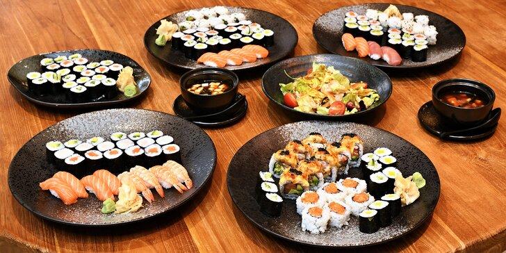 Sushi sety: 24–52 rolek s rybami i zeleninou i s tofu polévkami či salátem