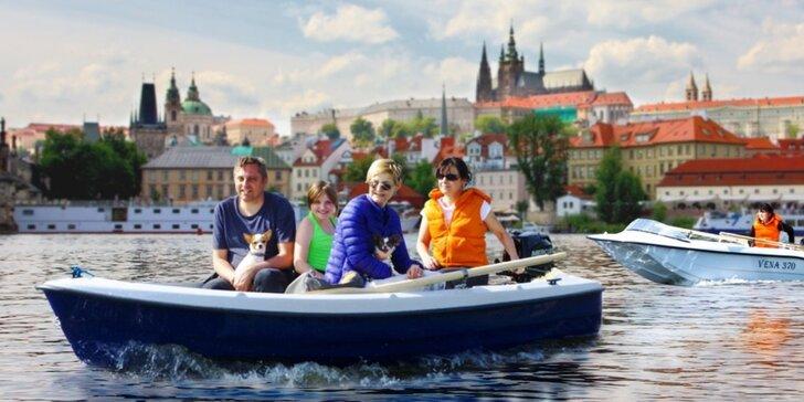Praha z hladiny řeky: pronájem motorové lodi na Vltavě na 60–90 minut
