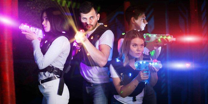 Staňte se akčními hrdiny: 15 minut laser game v nejmodernější 3D aréně