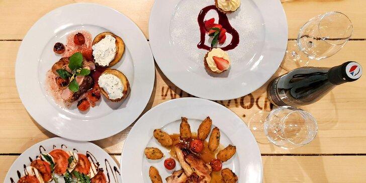 Menu pro dva: salát caprese, kuřecí steak a panenka, linecké košíčky i víno