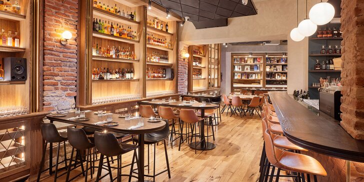 Whiskey Restaurant, Bar & Museum: dokonalé menu s lososem či kuřecím steakem a dalšími 2 chody