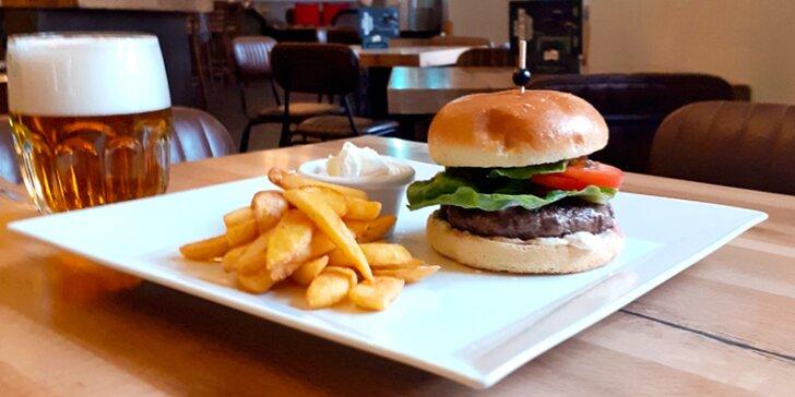Burger, hranolky a pivo v novém podniku kousek od Žižkovské věže