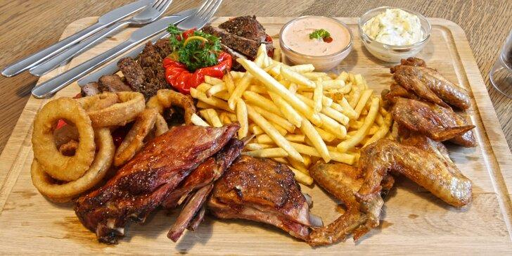 Masová hostina: 750 g masa, hranolky, cibulové kroužky i piva Portáš