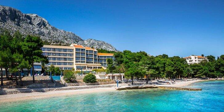 4* hotel s all inclusive v Orebići - skvělé pláže, vinné sklepy i možnost windsurfingu