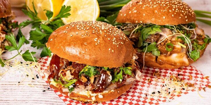 Burger podle výběru, nachos se sýrovým dipem a pivo nebo limonáda pro 1 i 2 osoby