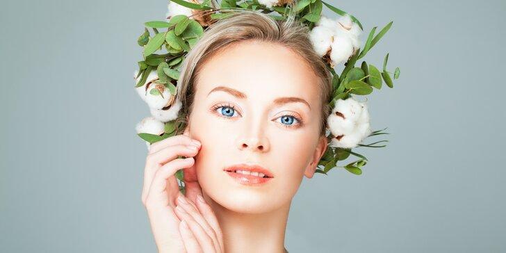 Přírodní péče o pleť: ošetření květinovou vodou, masáž obličeje panenskými oleji i úprava obočí