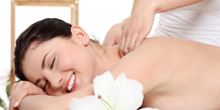 Skočte si na masáž: klasická, proti migréně, havajská či permanentka