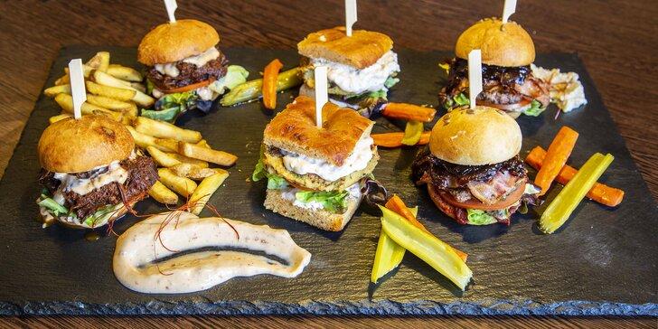 Miniburgery z cizrny, mletého a trhaného hovězího masa + hranolky pro 2