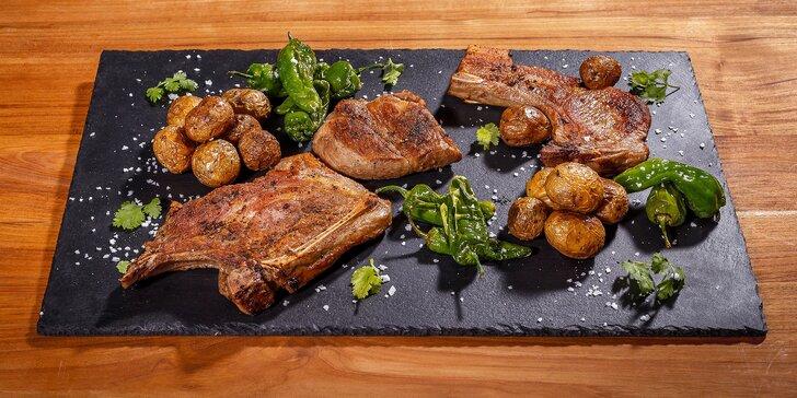 1 kg vepřových steaků z vyšlechtěných prasat a brambory grenaille pro 2 osoby