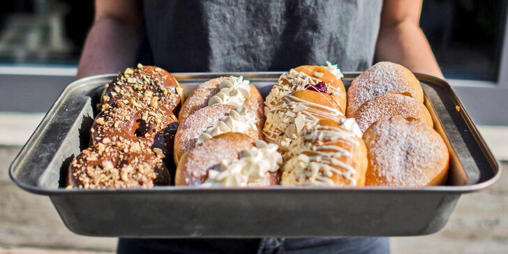 Otevřený voucher na cokoli z Just Donut v hodnotě 200 nebo 400 Kč: donuty i káva