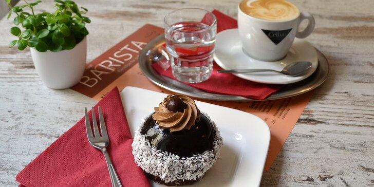 Dejte si svou sladkou pauzu u výborné kávy i čokoládového dezertu