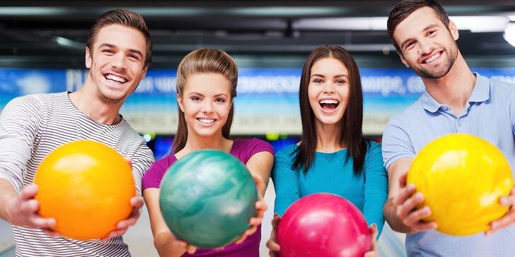 S partou či rodinou na bowling: 110 minut hry až pro 8 osob a kilo řízečků