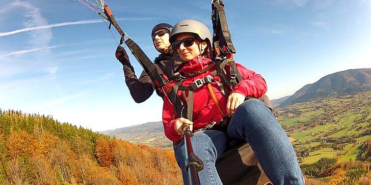 Vyleťte až do oblak: tandem paragliding na 5 až 15 minut vč. videozáznamu