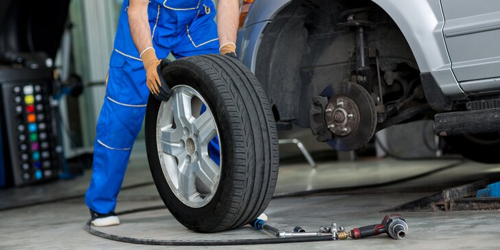 Pro bezpečnou jízdu: přezutí pneumatik včetně vyvážení a nahuštění i s demontáží z disku