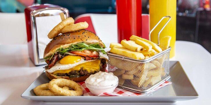 Rozvoz i osobní vyzvednutí: Hovězí burger s cibulovými kroužky, steakovými hranolky a dipem pro dva