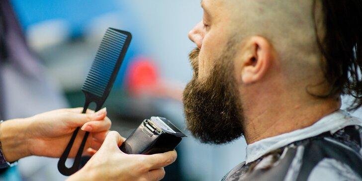 Pánové, užijte si svou chvilku v barber shopu: střih, úprava vousů, masáž hlavy i zábal na ruce