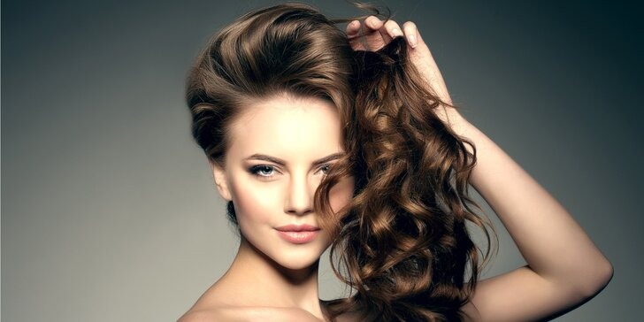 Kadeřnická péče: nový střih, foukaná, mytí a styling pro střední či dlouhé vlasy