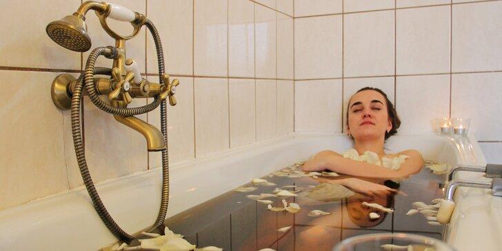 Odpočiňte si ve dvou: 40min. bylinná koupel, čaj a třeba i masáž