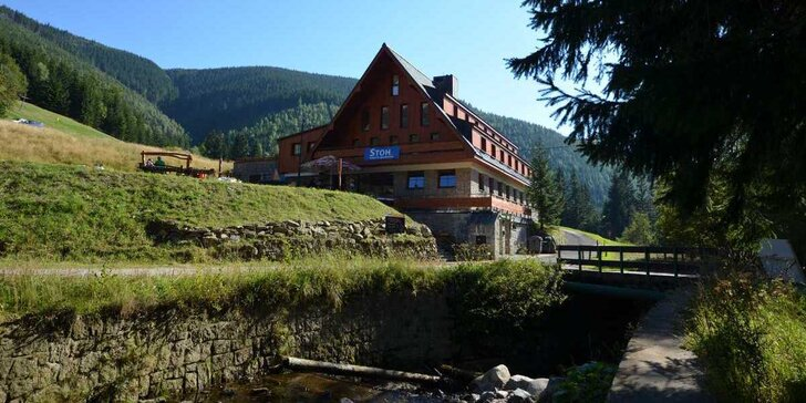 Pobyt v rodinném hotelu ve Špindlerově mlýně: polopenze, vstup do Vodního ráje a výlety