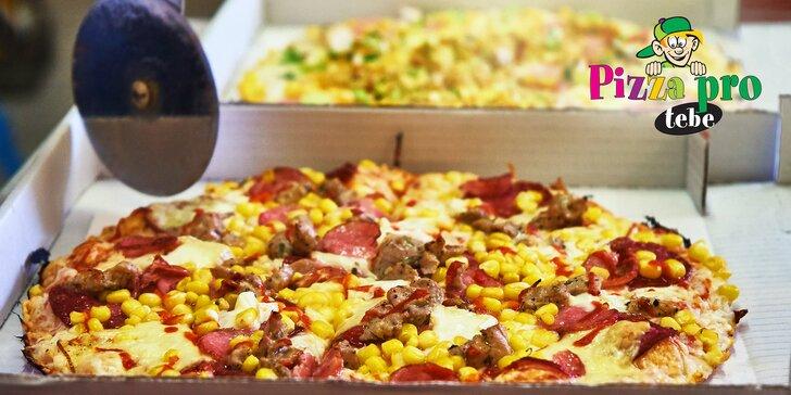 Dvě poctivé pizzy podle výběru s rozvozem, na výběr z 15 druhů