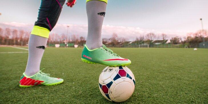 Kličkuj doma: 5 fotbalových videotréninků, na které vám stačí zahrada