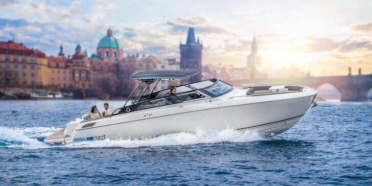Veřejná nebo privátní vyhlídková plavba luxusní jachtou vč. občerstvení