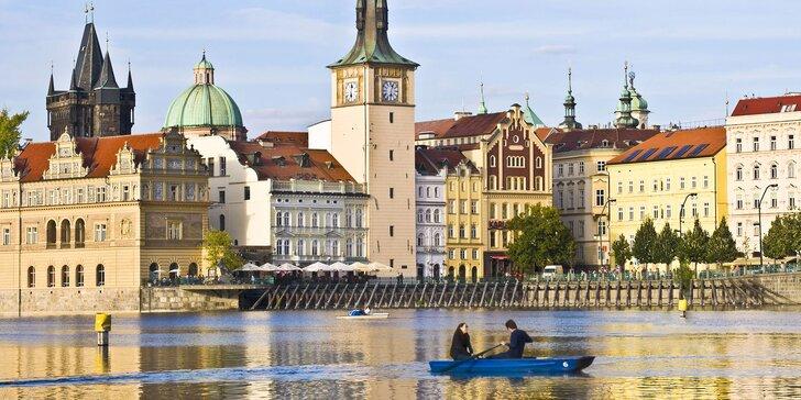 Romantika i zábava na Vltavě: hodinový pronájem lodičky až pro 4 osoby