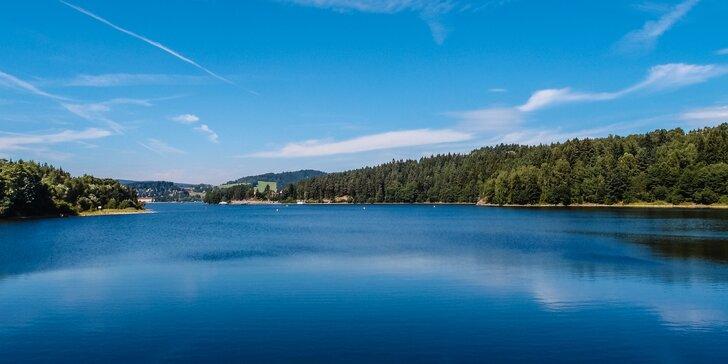Letní nebo podzimní pohoda u Lipna pro pár i rodinu: polopenze, zábava a bazén