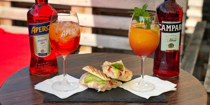 Italský večer ve Forza Caffè pro 1–4 osoby: aperol či campari a k tomu panini