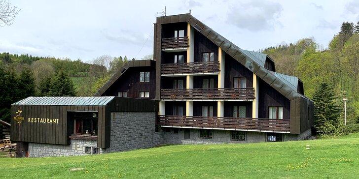 Rodinný hotel v Krkonoších: polopenze, výlety a animační program
