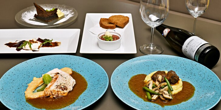 5chodové degustační menu u náplavky pro dva: hovězí líčka, kuřecí steak, panna cotta i brownies