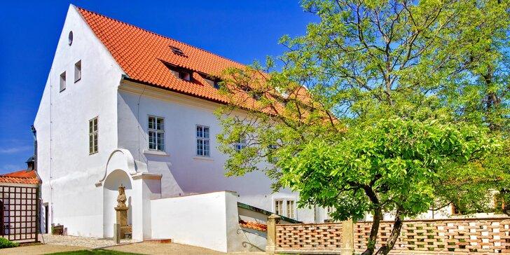 Romantický pobyt v Praze na Hradčanech: hotel v zahradě Strahovského kláštera se snídaní