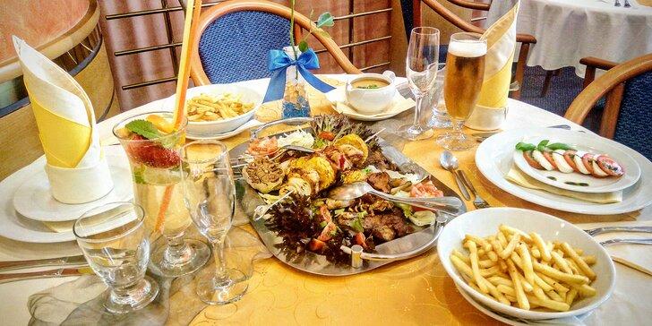 Tříchodové menu pro 2 osoby: přípitek, grilované maso i dezert z mascarpone