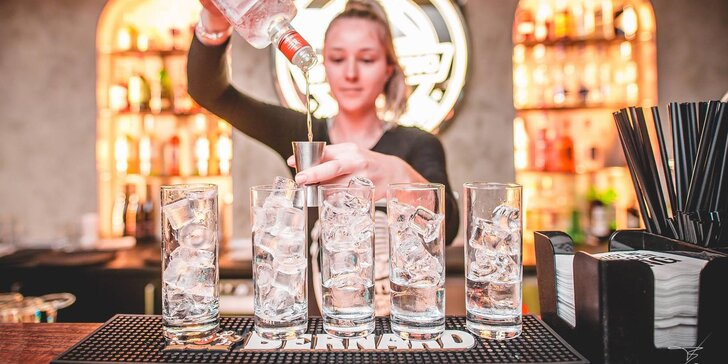 2× nebo 10× Gin & tonic v historickém centru Brna: varianty Pink, Orange a Classic