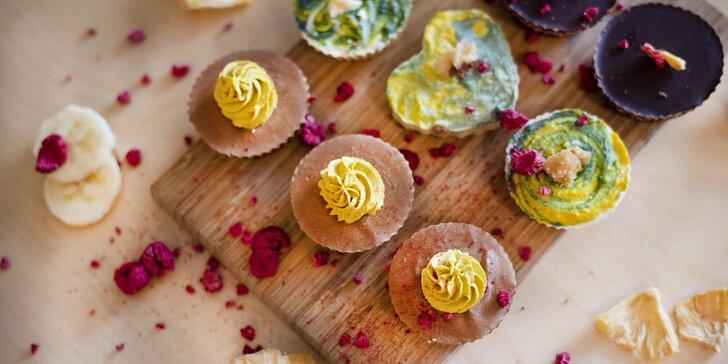 Kolekce raw mini dezertů: 3 letní ovocné příchutě, celkem 9 ks košíčků