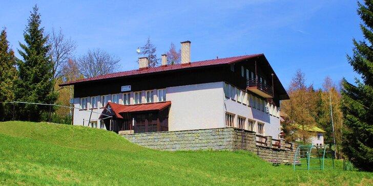 Dovolená pro milovníky turistiky v Krkonoších: jednoduché ubytování s polopenzí a bazénem