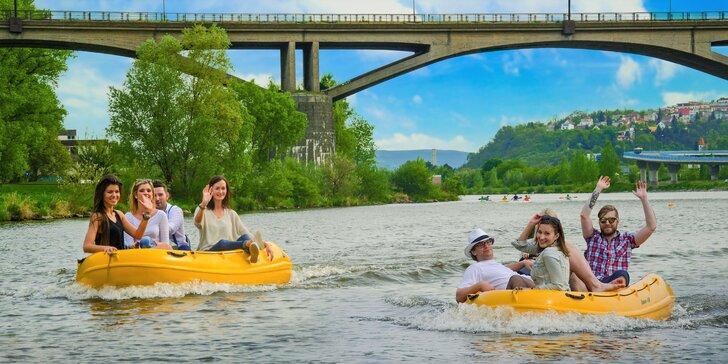 Užijte si sluníčko na Vltavě: vyjížďka na motorovém člunu až pro 4 osoby