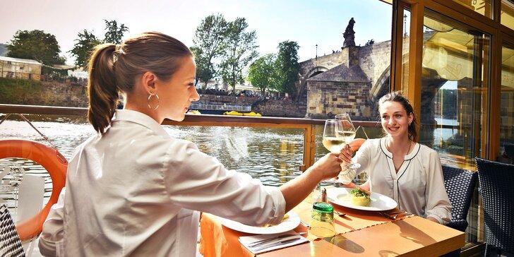 Otevřený voucher na 700, 1000 nebo 1500 Kč do restaurace s výhledem na Karlův most