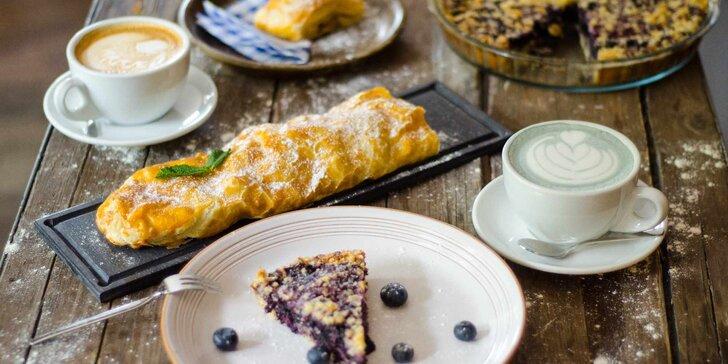 Pohoda v kavárně Moje místo: domácí koláč nebo štrúdl a káva dle výběru