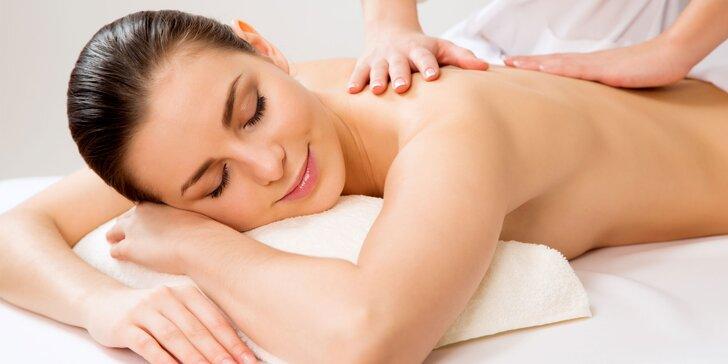Částečná či celková masáž zad a šíje i tejpování nebo parafínový zábal rukou