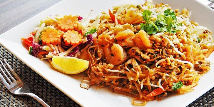Vyhlášené nudle Pad Thai s hovězím, kuřecím nebo krevetami, dva předkrmy i dezert pro 1 či 2 osoby