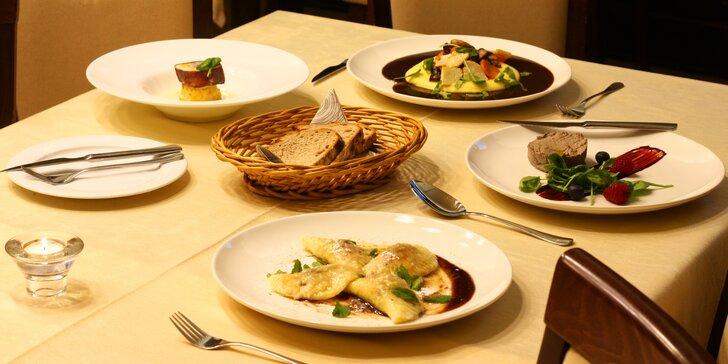 Degustační menu pro dva: kachní paštika, hovězí tataráček, líčka na víně a čokoládová pěna