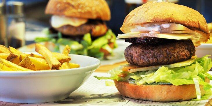 1 nebo 2 burgery s vyzrálým hovězím či kuřecím masem a domácí hranolky