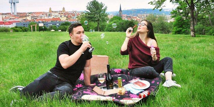 Vyrazte na piknik: lahev vína či prosecca, miniřízečky, pečené kuře i španělské delikatesy
